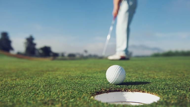 Cât costă primul echipament de golf și orele de inițiere…