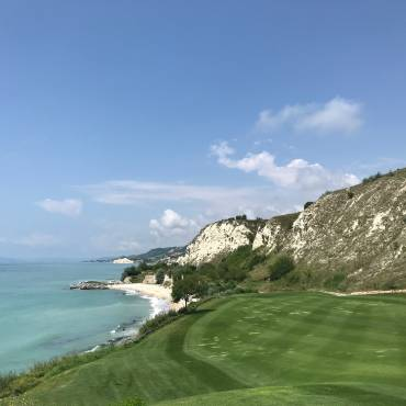 Terenuri de golf în Bulgaria – Thracian Cliffs Golf & Beach Resort